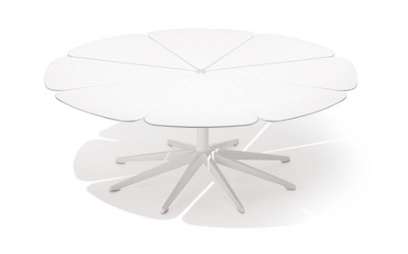 Knoll Petal outdoor coffee table
